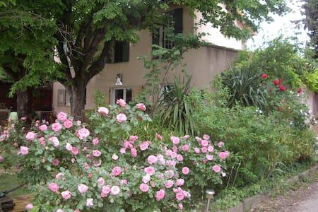 Grand studio avec jardin et piscine - Aix-en-Provence