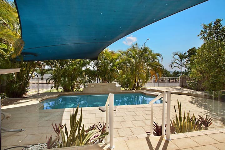 SEASIDE LUXURY WITH PRIVATE POOL - Stuart Park - Flat
