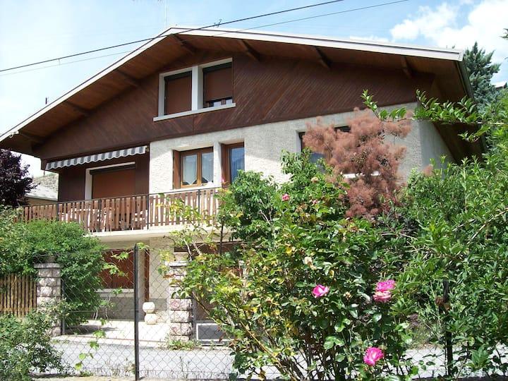 Appartement Leauma  en rez  de jardin