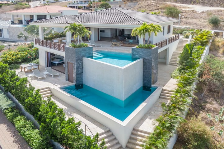 Exclusive villa with 2 private pools and sea view