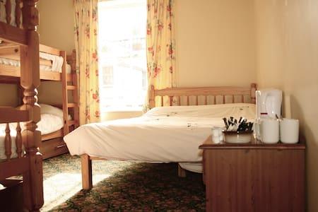 Double and 4 Bunks En-Suite - Llandudno - ที่พักพร้อมอาหารเช้า