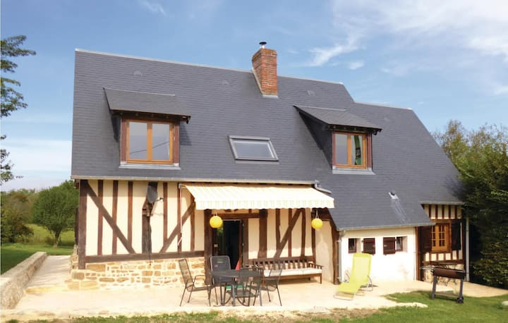 Nice home in Vimoutiers with WiFi and 4 Bedrooms