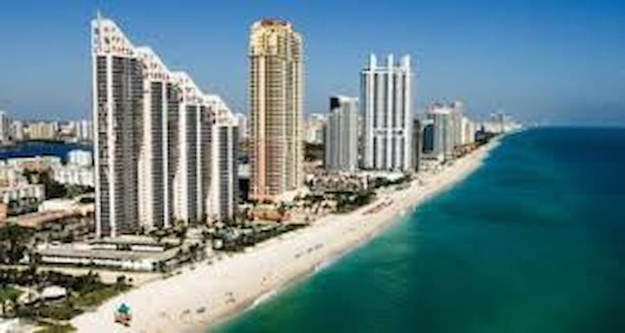 ENJOY SUNNY ISLES BEACH FLORIDA,WALK TO THE BEACH.