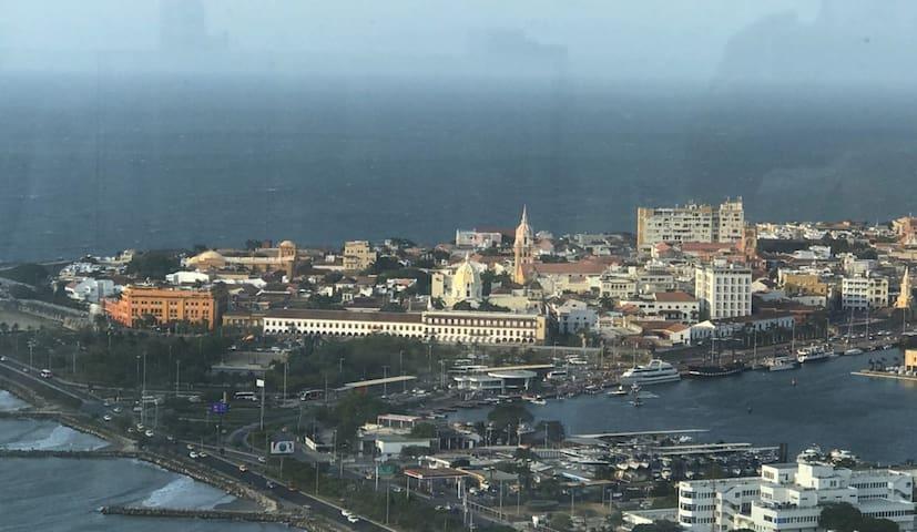 Cartagena : mar, playa e historia