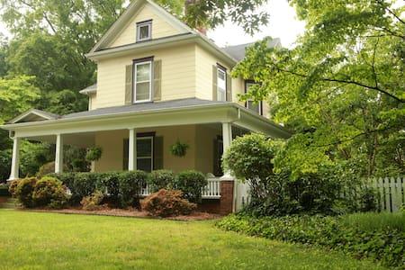 The Dailey Renewal Retreat B & - Greensboro