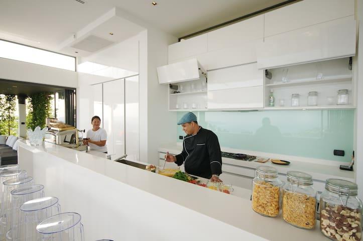 Lounge area kitchen, floor 4