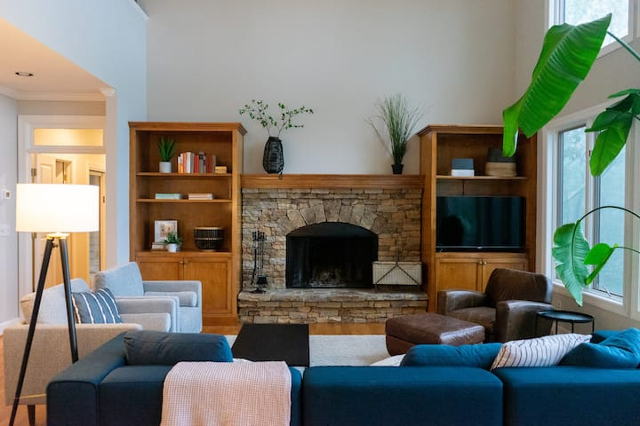 Modern Comfort at Big Canoe, Blue Ridge Mountains