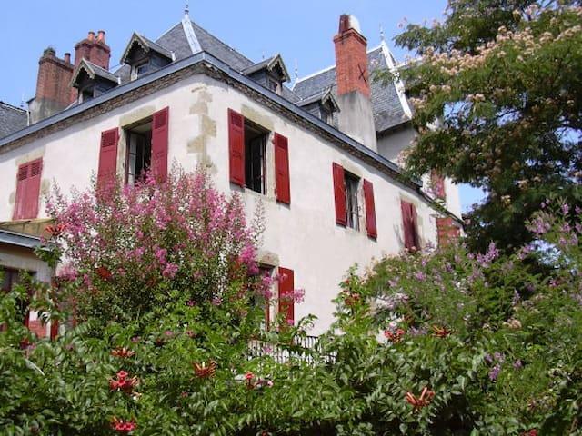 Dordogne Valley 15p character gite - Beaulieu-sur-Dordogne - Huis