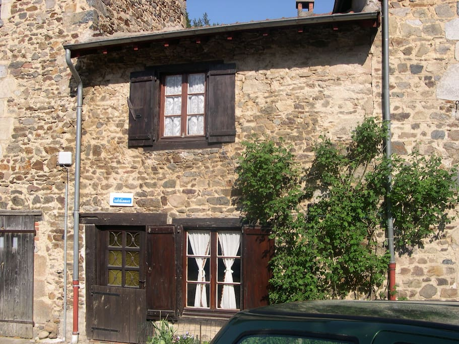 location village auvergne houses for rent in saint vert auvergne france. Black Bedroom Furniture Sets. Home Design Ideas