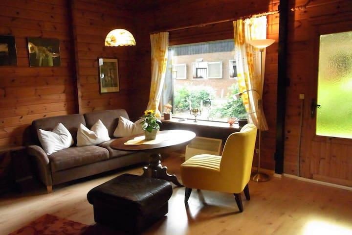 Gemütliches Holzhaus auf einer Reitanlage - Borstel