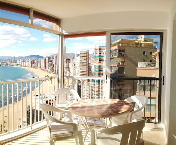 Apartamento con vistas a pie de playa de Levante