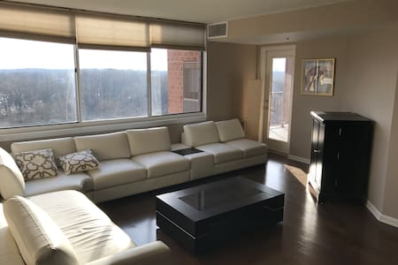 Entire Apartment with a Lot of Light & Great View - 罗克维尔(Rockville) - 公寓