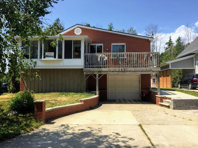 Monthly 2 Bedroom House for Rent
