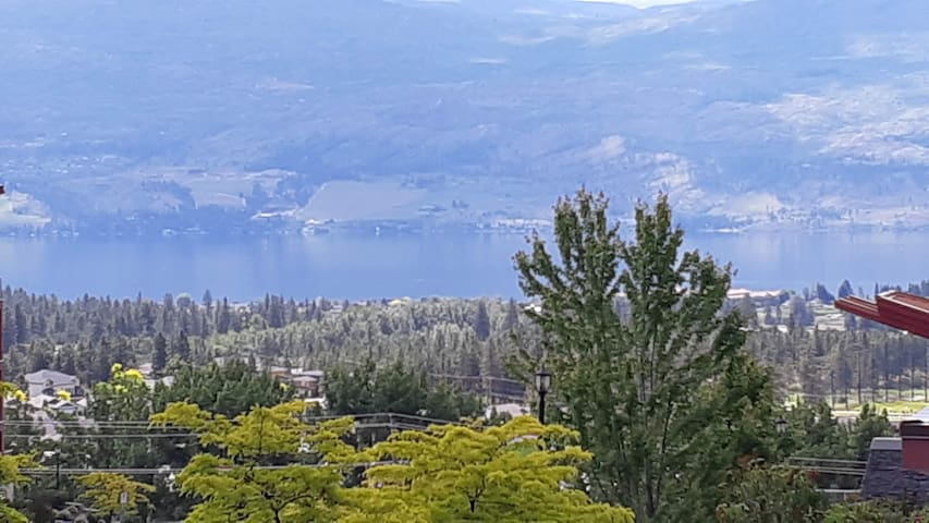Enjoy peace and relaxation in picturesque Okanagan