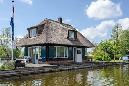 privé eilandje met sloep - Blockhütte