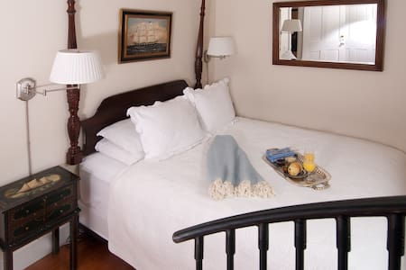 Newport RI Queen Bed and Breakfast - Newport
