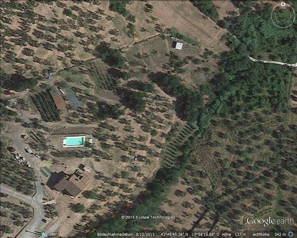 the property seen from above (Google earth)