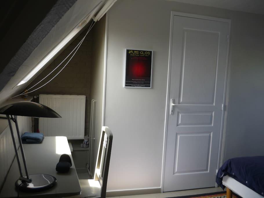 Sanitaires ( douche, lavabo, wc ) privatifs et uniquement accessibles de la chambre