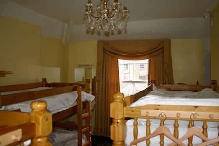 6 Bunk Bed room - Llandudno - Bed & Breakfast