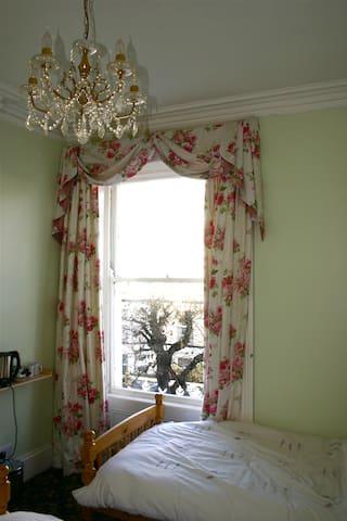 Twin Room - Llandudno - Bed & Breakfast