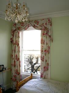 Twin Room - Llandudno - ที่พักพร้อมอาหารเช้า