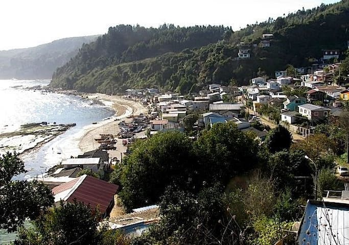 Acogedora cabaña, hermosa vista al mar, Cocholgûe