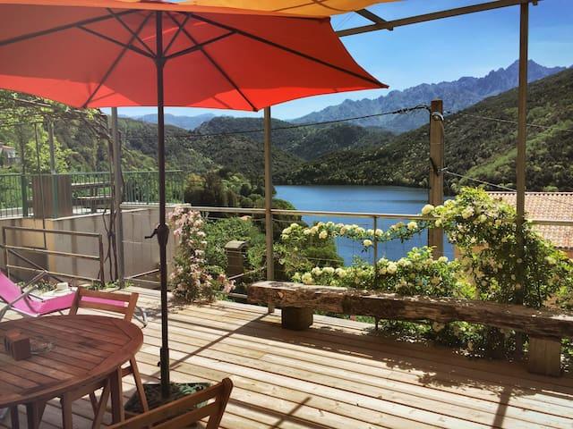 Gîte*** (2-4 pers) vue sur le lac  - Tolla