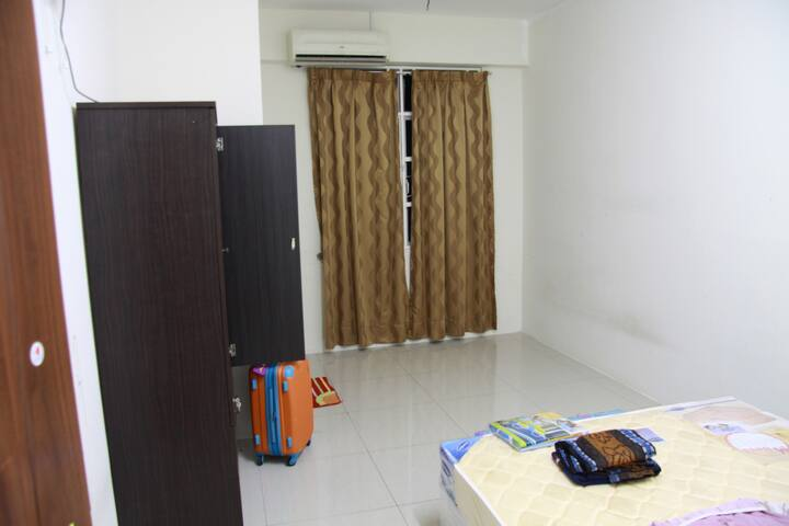 Budgeted Master Room With Bathroom - Batu Maung - Huis