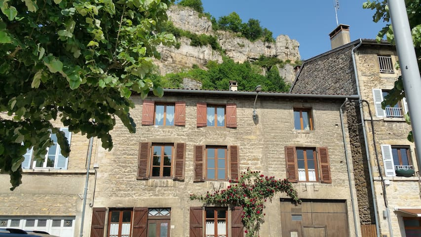 Grande maison de village - Saint-Sorlin-en-Bugey - Haus