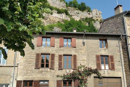 Grande maison de village - Saint-Sorlin-en-Bugey