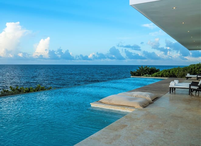 ★★★★★ LUXURY OCEANFRONT 4-BED VILLA + BREAKFAST ✔️