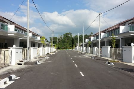 Double Storey Terrace Homestay - Batu Maung