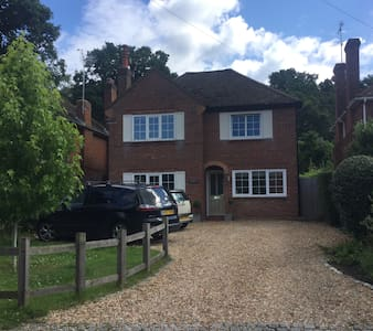 Village house for families 40 minutes to London - Guildford - House