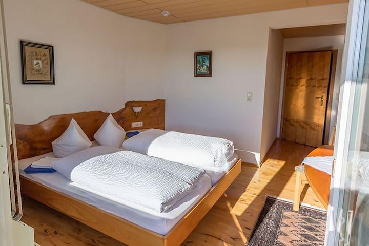 Gasthaus zum Rebstock, (Kressbronn), Doppelzimmer mit Balkon Nr. 2, 20qm, max. 2 Personen