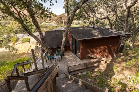 """The Treehouse""/studio in the oaks - Avila Beach"