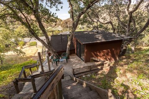 """""""The Treehouse""""/studio in oaks. Ocean 5+min. walk"""