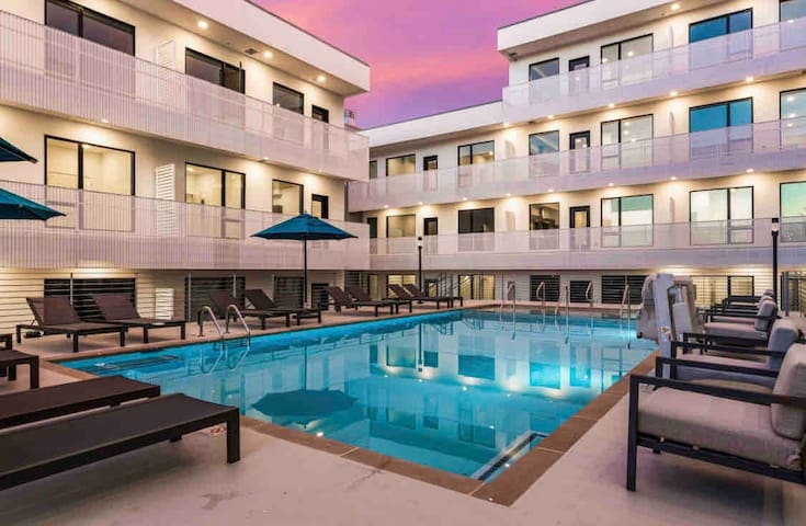 Walk to Downtown! The Gulch! FREE PARKING and POOL