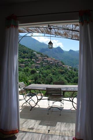 nature, calme, et magnifique vue sur le village - Nessa