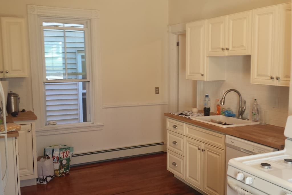 Upgraded eat in kitchen. Dishwasher/Disposal/Gas Stove/Full Fridge