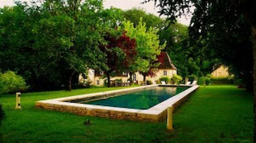 A stunning 18th Century manor house - Sarrazac - Villa