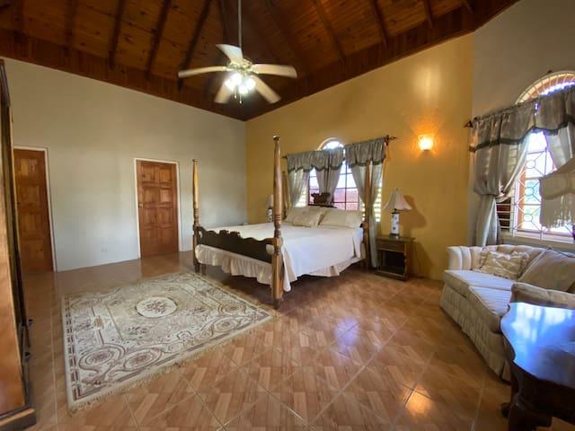LordRoyale Room-307