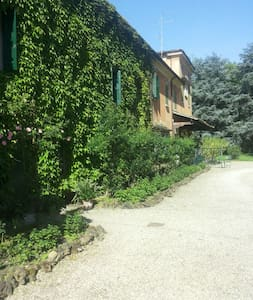 Vacanza in villa con piscina - Colombaro di Formigine (Modena) - Bed & Breakfast