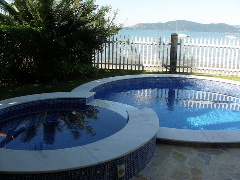 Pool and hidro front beach