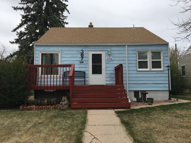 Centrally located, 1BR basement suite! - Cheyenne - Huis