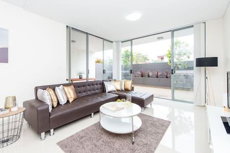 Brand New Modern Home with Parking - Hillsdale - Wohnung