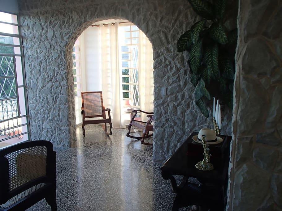 Casa nueva con estilo clasico antiguo