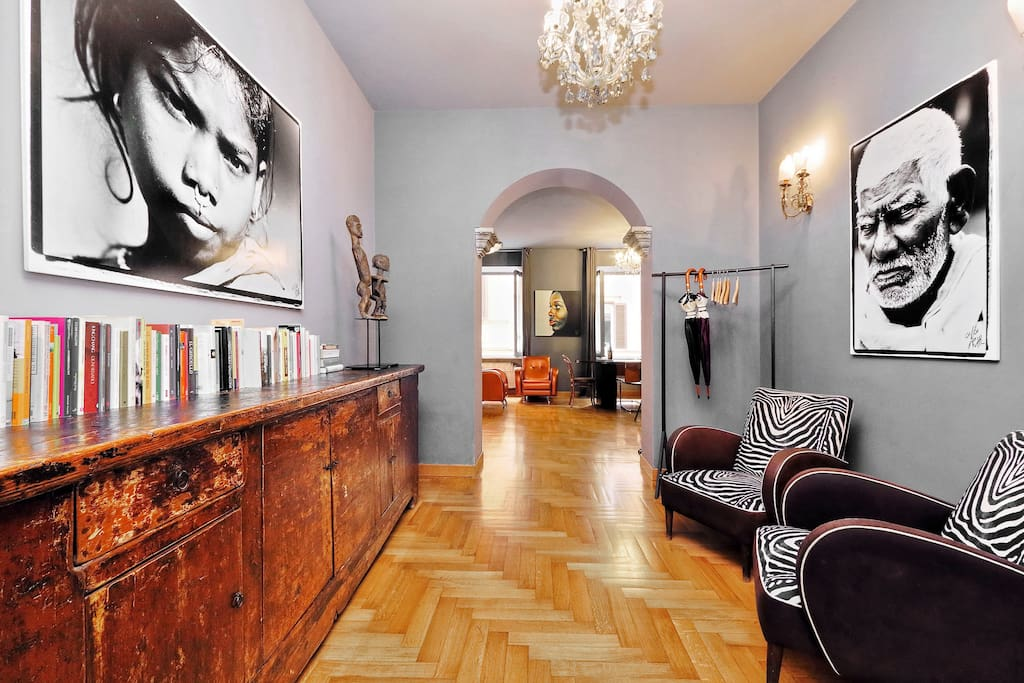 Black and white photos spanish steps apartment for Airbnb roma