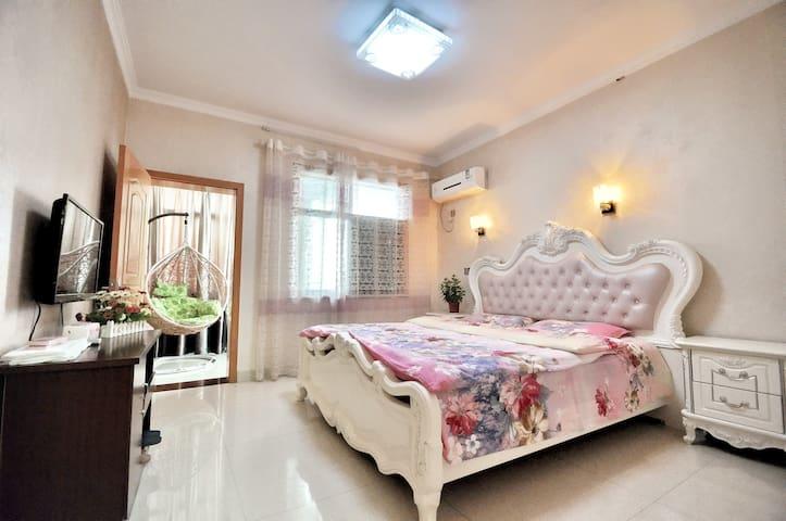 西塘景区阾近景区入口--紫色梦圆客房(2.0米 超大床 带独立卫生间 免费WIFI)
