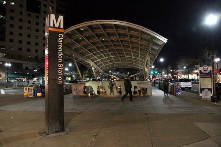 WALK to METRO, Shops, Night life !!!  EZ living - Arlington
