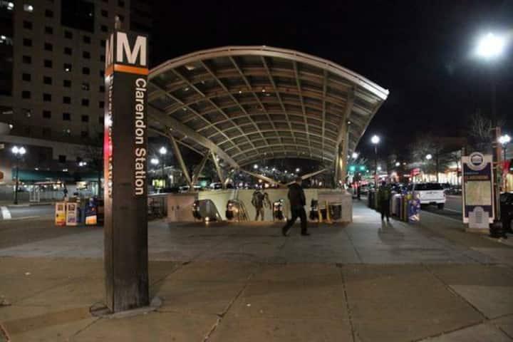 Walk to Metro, Shops, nightlife easy stay !!!